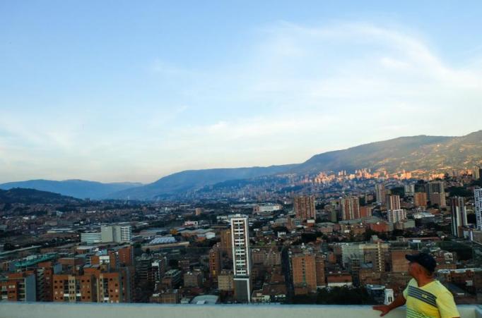 Medellín seen from Sabaneta - by Latinamerikaliv